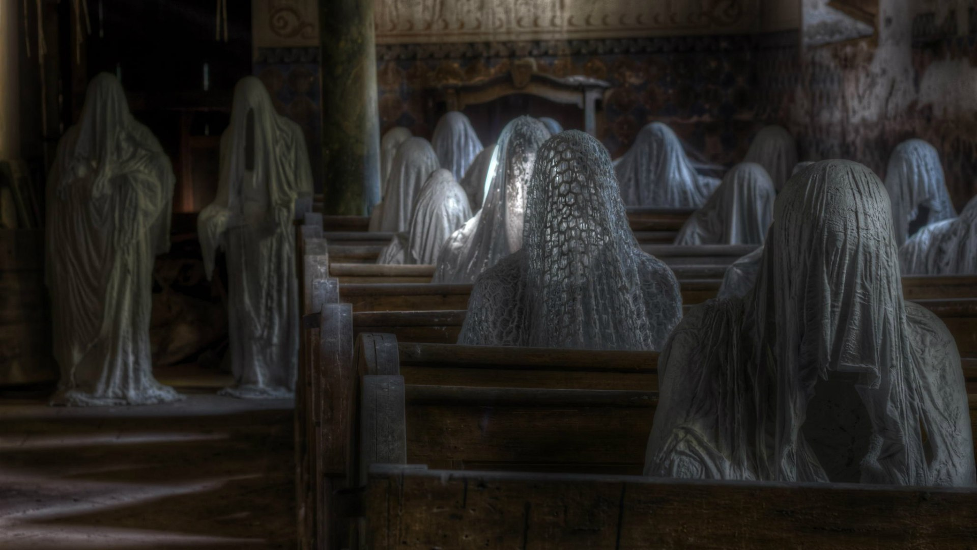Fantasy_Ghosts_in_the_church_095060_.jpg